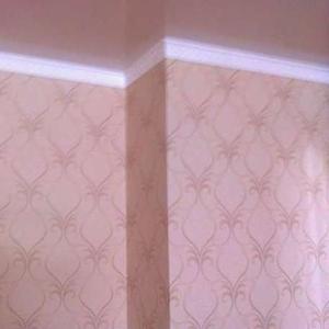 Покраска стен потолков 300тг,   Поклейка обоев 350тг.