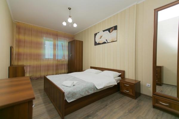 2-комнатная квартира посуточно,  Сарайшык 7Б 4