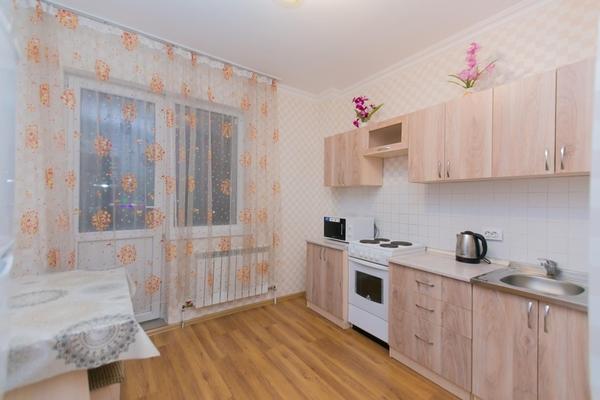 1-комнатная квартира посуточно,  Сарайшык 7