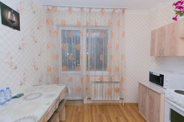 1-комнатная квартира посуточно,  Сарайшык 8
