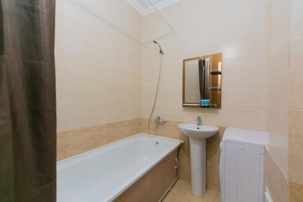 1-комнатная квартира посуточно,  Сарайшык 13