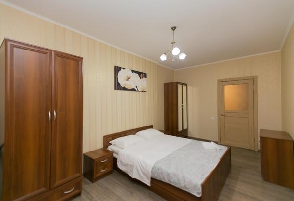 2-комнатная квартира посуточно,  Сарайшык 7Б